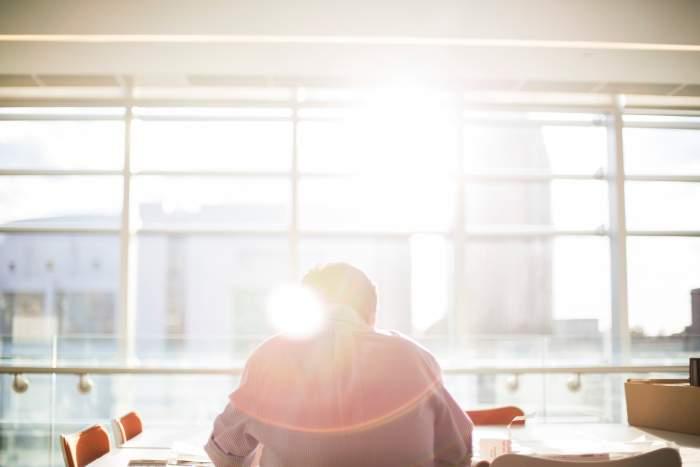 社内SEになるには?転職する方法は以下です【未経験者 & IT業界経験者それぞれで】